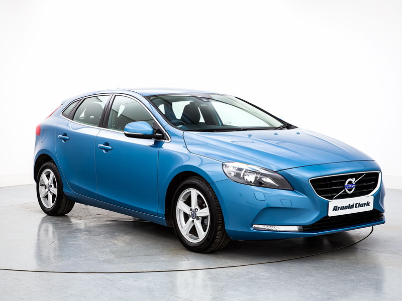 brand new volvo v40 t2 122 momentum 5dr arnold clark. Black Bedroom Furniture Sets. Home Design Ideas
